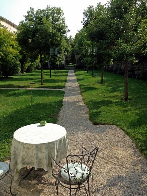 A quiet place to sit, Bauer Villa F