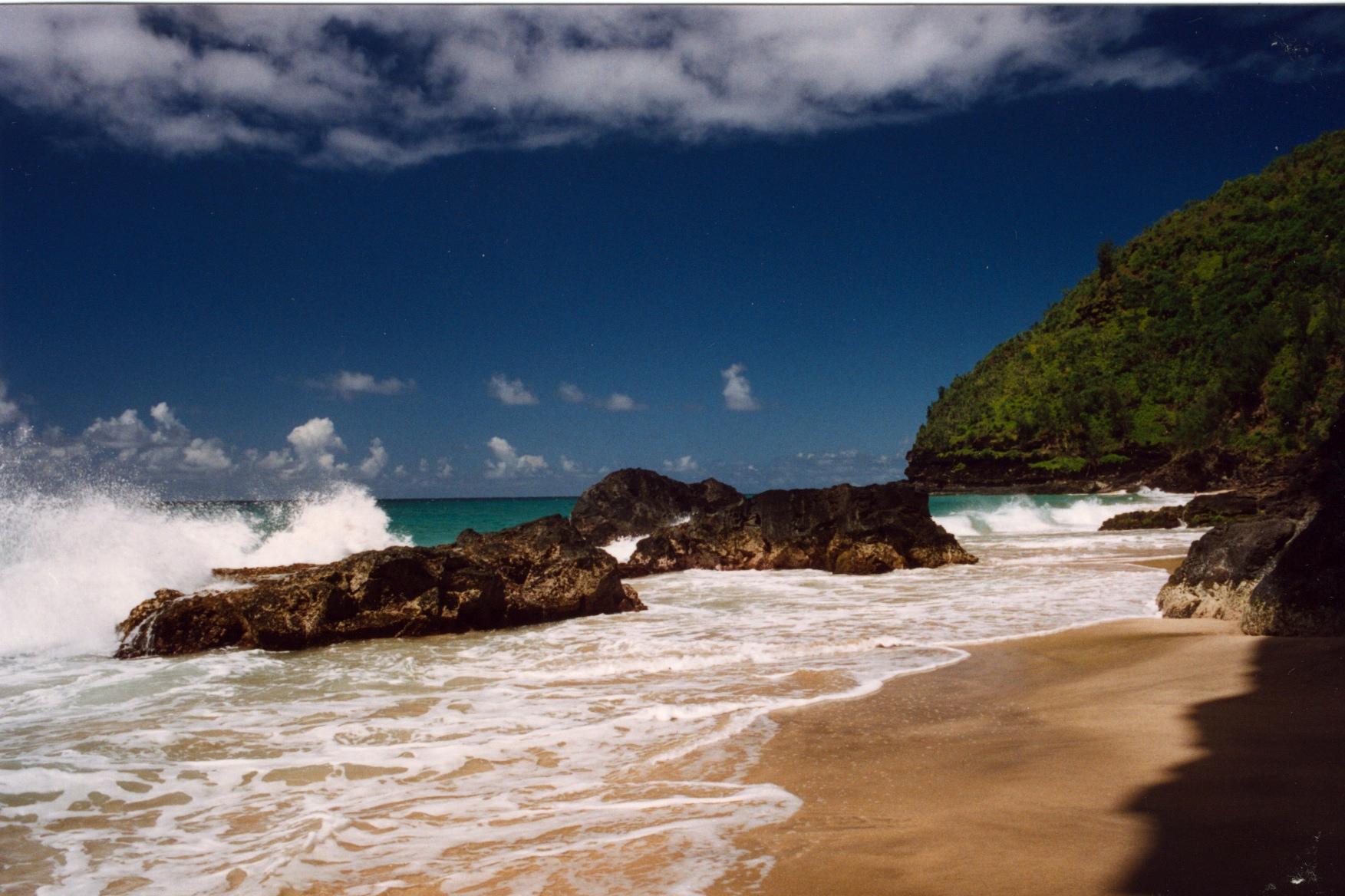 hanakapiai_beach_na_pali_coast_kauai_hawaii